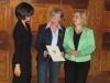 Bild vergrößert sich per Mausklick: Ursula Dumann-Specht mit Staatssekretärin Melanie Huml