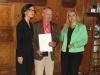 Bild vergrößert sich per Mausklick: Herr Dirk Taeger mit Staatssekretärin Melanie Huml