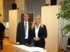 Bild vergrößert sich per Mausklick: Professor Johannes Kraft und Staatssekretärin Melanie Huml