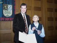 Staatsminister Dr. Markus Söder (li.) zusammen mit Frau Judith Daniel-Snarski (re.)