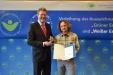 Bild vergrößert sich per Mausklick: Marc Baumgart und Staatsminister Dr. Marcel Huber