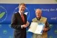 Bild vergrößert sich per Mausklick: Friedrich Mueller und Staatsminister Dr. Marcel Huber