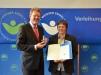 Bild vergrößert sich per Mausklick: Claudia Klaas und Staatsminister Dr. Marcel Huber