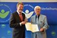 Bild vergrößert sich per Mausklick: Dr. Uwe Buschbom und Staatsminister Dr. Marcel Huber