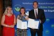Bild vergrößert sich per Mausklick: Christine und Bernhard Bickel und Staatssekretärin Melanie Huml