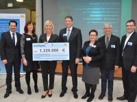 Zum Start eines neuen Forschungsprojekts im Klima- und Bodenschutz überreichte die Bayerische Umweltministerin Ulrike Scharf rund 1,2 Millionen Euro.