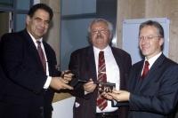 Schlüsselübergabe Bildungszentrum und Gästehaus ANL 7.Mai 1999 (von links nach rechts: Direktor Dr. Christoph Goppel, leitender Baudirektor Matthias Ferwagner, Umweltstaatsminister Dr. Werner Schnappauf