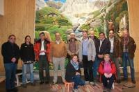 Das Bild zeigt die Leiterin Sachgebiet Umweltbildung Haus der Berge, Andrea Heiss, zweite von links, und die BANU-Mitglieder (Foto Nationalparkverwaltung Berchtesgaden)
