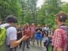 Über die Totholzforschung im Nationalpark Bayerischer Wald berichteten Jörg Müller (r.) und Claus Bässler (l.) den Forschern, die aus über 20 europäischen Ländern angereist waren (Foto: Lisa Eder-Held / Nationalparkverwaltung Bayerischer Wald)