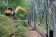 Im Luchsgehege müssen schadhafte Zaunelemente repariert werden. (Foto: Gregor Wolf/Nationalpark Bayerischer Wald)
