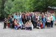 Ein Geschenk zur Erinnerung an die sehr gute Zusammenarbeit zwischen Nationalpark Bayerischer Wald und Realschule Grafenau überreichte Dr. Franz Leibl (Mitte) an Rektor Günther Schwarzbauer (Foto: Annette Nigl / Nationalparkverwaltung Bayerischer Wald).
