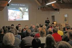 Gut 100 Zuhörer waren zum Vortrag über Ambrosiakäfer ins Waldgeschichtliche Museum St. Oswald gekommen (Foto: Gregor Wolf/Nationalpark Bayerischer Wald)