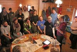 In der Bärnlochhütte bei Altschönau erklärten fünf Junior Ranger aus dem Bayerischen Wald Schutzgebietsvertretern aus ganz Deutschland, wie der Auerhuhn-Schutz in der Region funktioniert. (Foto: Gregor Wolf/Nationalpark Bayerischer Wald)