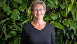 Professorin Leonore Fahrig lehrt an der Carleton University in Ottawa. Um Totholz ein besseres Image zu verschaffen, würde sie Spechte zu Rate ziehen. (Foto: Royal Society of Canada)
