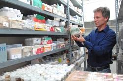 Professor Peter Haase ist ein Experte für Gewässerökologie. Zusammen mit dem Nationalpark Bayerischer Wald betreut er derzeit eine Langzeitstudie zu sieben Bayerwald-Bächen. (Foto: Senckenberg Gesellschaft für Naturforschung)