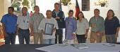Unter den Augen vieler Nationalparkvertreter wurde die Kooperationsvereinbarung von Nationalparkleiter Franz Leibl und Vize-Umweltminister Ángel Ibarra unterschrieben. (Foto: Claudia Schmidt/Nationalpark Bayerischer Wald)