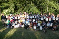 Stolz präsentierten die frisch gebackenen Junior Ranger ihre Zertifikate.Foto: Rainer Pöhlmann