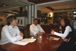 André Harner (links) bei Fam. Beck vom Hotel Postwirt in Rosenau.Foto: Rainer Pöhlmann