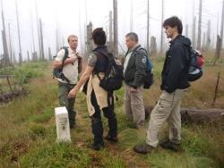 Ein fast alltägliches Bild; Mitarbeiter der Nationalparke Bayerischer Wald und Šumava auf gemeinsamer StreifeFoto Vancura
