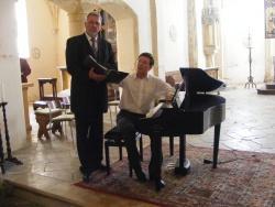 Szenenfoto von Tenor Helmut Wengler und Prof. Dr. Norbert Heinel am Flügel