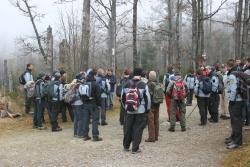 Bei einer Wanderung zum Lusen zeigte K. F. Sinner den Gästen aus dem slowenischen Nationalpark Triglav die einzigartige Entstehung einer Waldwildnis.
