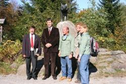 Min. Dr. M. Söder und NP-Leiter K. F. Sinner beim 40. Geburtstages des Nationalparks mit den israelischen Gästen Dir. Avi Gdalya, Planerin Mira Avneri und Direktorin Ariela Erez (3, 4 und 5 von links)