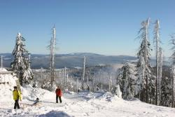 Auch im Winter bietet der Nationalpark seinen Gästen großartige Naturerlebnisse wie atemberaubende Fernsichten auf den Berggipfeln.Foto: Rainer Pöhlmann