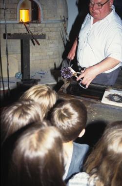 Schauvorführung am Glasofen (Foto: Archiv WGM)