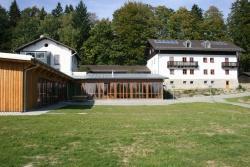 Das Jugendwaldheim – Wessely Haus- hat sich zum Zentrum der Schulklassenbetreuung im Nationalpark entwickelt. Foto: Rainer Pöhlmann