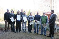 Bei der Personalversammlung vom neuen Personalratsvorsitzenden J. Nußhardt (links) und Nationalparkleiter Dr. F. Leibl (rechts) für langjährige Zugehörigkeit im Öffentlichen Dienst geehrt wurden (von links) A. Schmeller (25 Jahre), R. Pöhlmann (25 Jahre), M. Gahbauer (25Jahre), M. Madl (25 Jahre), E. Seidl (50 Jahre), F. Kellermann (25 Jahre) und H. Höcker (25 Jahre).