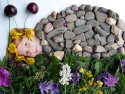 Ein paar Steine aufs Bild gelegt, Kirschen als Fühler – schon kommt Celina Siemons, 8 Jahre, als Schneckchen daher.