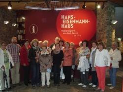 Die Frauenunion Mauth, Perlesreut und Waldkirchen beim Besuch des Hans-Eisenmann-Hauses mit ihrer Vorsitzenden Irene Hilz (4 v.l.) und dem Leiter des Hauses Stefan Vießmann