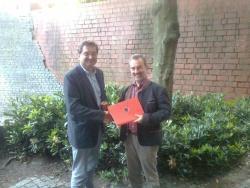 Die beiden Nationalparkleiter Dr. F. Leibl (li) und Dr. D. Butter der Nationalparke Bayer. Wald und Sächsische Schweiz unterzeichneten eine neue Vereinbarung zur Fortführung des Jugendaustausches, in der u.a. die gemeinsame Zusammenarbeit nochmals bekräftigt wurde