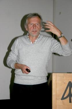 """Herbert Pöhnl baute darauf mit seinem Vortrag über den """"Halbwilden Wald"""" im Nationalpark Bayerischer Wald auf und regte letztendlich zu engagierter Diskussion unter den Besuchern der Veranstaltung an"""