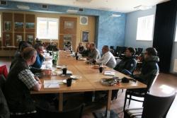 Die Leitungsteams der NP'e Šumava und Bayerischer Wald trafen sich auf Einladung des neuen NP-Direktors des Nationalparks Šumava Jirí Mánek zu einem ersten Meinungs- und Erfahrungsaustausch in der Gemeinde Modrava