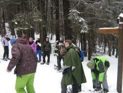 Die Jugendlichen aus den grenzüberschreitenden Nationalparkregionen trotzten dem schlechten Wetter beim Aufstieg zum Falkenstein nach dem Motto: Hauptsache, wir haben uns gemeinsam wiedergesehen