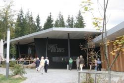 Das 2006 eröffnete Besucherzentrum Haus zur Wildnis erwartet dank seines attraktiven Angebotes ungebrochenen Besucherzustroms am Sonntag oder Montag den millionsten Gast