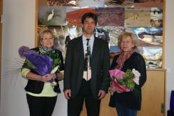 Stellvertretender Nationalparkleiter Karl Barthmann ehrte Sylvia Moosbauer (links) und Roswitha Vater für ihre 40-jährige Dienstzeit bei der Nationalparkverwaltung Bayerischer Wald.(Foto: R. Pöhlmann).