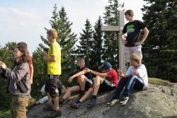 Auch die Besteigung des nahen Großalmeyerschlosses zählt zu den Aktivitäten in der Abenteuerwoche im Nationalpark Bayerischer Wald