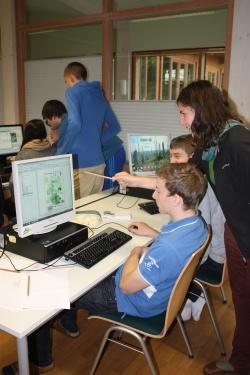 Im Jugendwaldheim wurden die Daten anschließend analysiert und unterschiedliche Themenkarten erstellt.