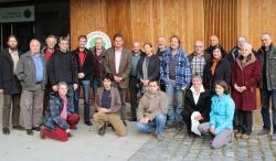 Trafen sich zu einem ersten Erfahrungsaustausch im Haus zur Wildnis: Vertreter des Nationalparks Bayerischer Wald sowie Vertreter von tschechischen und bayerischen Naturschutzverbänden (Foto: NPV Bayerischer Wald)