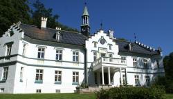"""Das Schloss Buchenau bietet eine stimmungsvolle Kulisse für den Liederabend Motto """"Gott im Park – Töne & Worte"""" in der Veranstaltungsreihe """"Nationalpark und Schöpfung"""" (Foto: NPV Bayerischer Wald)."""