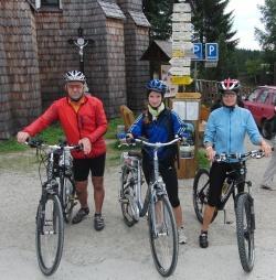 Mit dem Fahrrad unterwegs – ideal für schöne Sommer-Erkundungstouren im bayerisch-tschechischen Grenzgebiet (Foto: NPV Bayerischer Wald)