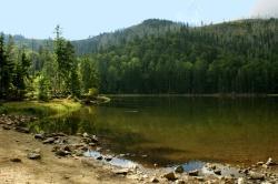 """Der Rachelsee im Herzen des Nationalparks ist das Ziel der geführten Wanderung mit dem """"Bayerischer Bauern- und Beamtengesang"""". (Foto: René Greiner)"""