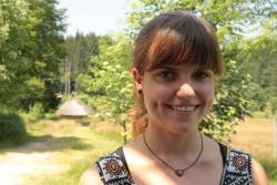 Anna Lange ist eine der Praktikantinnen, die derzeit im Nationalpark Bayerischer Wald mit Unterstützung der Commerzbank tätig sind. Sonnenaufgang am Lusen zusammen mit einer Kindergruppe fand sie besonders faszinierend. (Foto: NPV Bayerischer Wald)