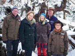 Sie wissen, wo's im Nationalpark lang geht: die Waldführer (von links) Herbert Linsmeier, Anita Bernecker, Christina Frank, Josef Eichinger und Heidi Graf. Bild: NPV BW