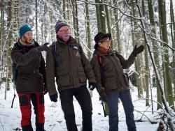 Den Nationalpark neu entdecken: die Waldführer (von links) Christina Frank, Herbert Linsmeier und Heidi Graf. Bild: NPV BW
