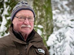 """Herbert Linsmeier (74), seit elf Jahren Waldführer: """"Ohne die Liebe zur Natur kann man kein Waldführer werden. Und ohne eine große Offenheit gegenüber anderen Menschen geht's auch nicht."""" Bild: NPV BW"""