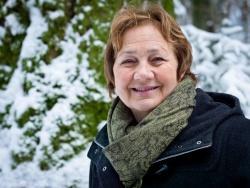 """Anita Bernecker, seit zwölf Jahren Waldführerin: """"Im Grunde lernt man als Waldführer vor allem eine Menge über sich selbst und die Natur vor der eigenen Haustür. Waldführer zu sein, ist eine gute Schule fürs Leben."""" Bild: NPV BW]"""