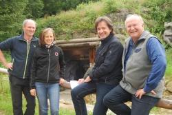 Freuen sich über die barrierefreie Umgestaltung der Steinzeithöhle zum Jubiläum: Reinhold Gaisbauer (von links), Maria Hußlein, Frank Henzler und Hans Kiener (Bild: NPV)